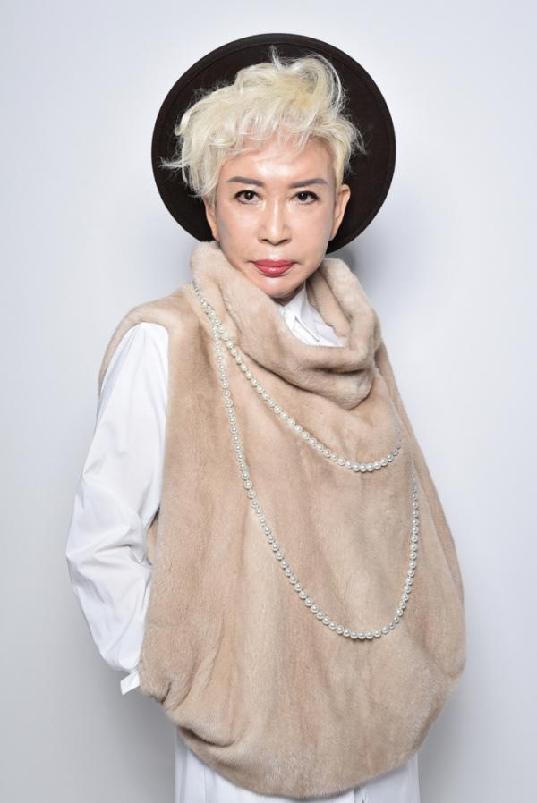 ▲그녀의 패션 아이템은 단연 스카프다. 대형 박스 2개에 스카프가 한가득이다. (제이액터스 제공)