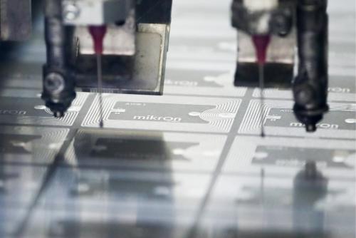 ▲모스크바 젤레노그라드에 있는 미국 최대 반도체 메모리업체 마이크론테크놀로지의 반도체 공장 생산 라인이 가동 중이다. 모스크바/TASS연합뉴스
