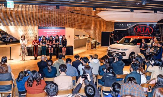 ▲22일 기아차 BEAT 360에서 신인 걸그룹  ITZY(있지)와 참가한 가운데 진행된 고객 이벤트 행사 (사진제공=기아차)