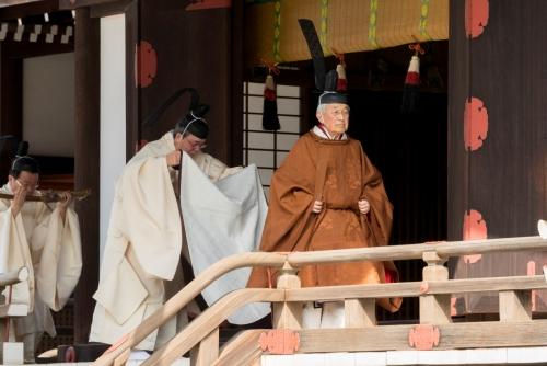▲아키히토 일왕이 12일(현지시간) 도쿄 일왕궁에서 열린 의식에 참여하고 있다. 도쿄/로이터연합뉴스