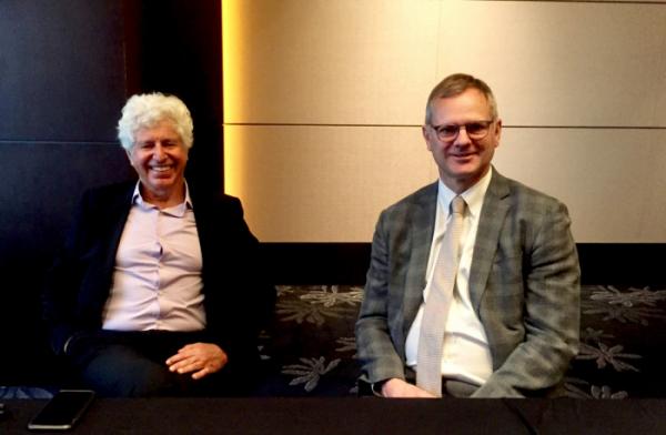 ▲로이 프리먼(Roy Freeman) 뉴로보파마슈티컬의 창립자이자 과학자문위원단(SAB) 의장(왼쪽), 마크 버사벨(Mark Versavel) 뉴로보 CMO(오른쪽), 바이오스펙테이터 촬영.