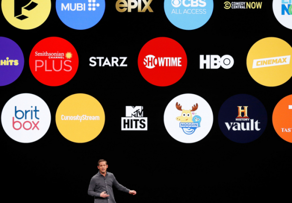 ▲<YONHAP PHOTO-1776> Peter Stern, VP Services for Apple, speaks during an Apple special event at the Steve Jobs Theater in Cupertino, California, U.S., March 25, 2019. REUTERS/Stephen Lam/2019-03-26 06:47:24/<저작권자 ⓒ 1980-2019 ㈜연합뉴스. 무단 전재 재배포 금지.>(로이터연합뉴스)