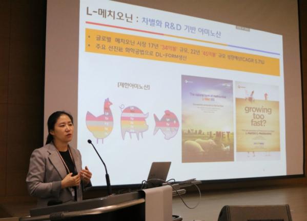 ▲김소영 CJ제일제당 바이오기술연구소장(부사장)이 R&D Talk 행사에서 발표하고 있다.(CJ제일제당)