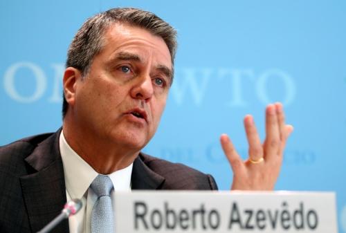 ▲호베르투 아제베두 세계무역기구(WTO) 사무총장이 2일(현지시간) 스위스 제네바 WTO 본부에서 이날 발표한 세계 무역전망 보고서와 관련한 기자회견을 하고 있다. 제네바/로이터연합뉴스