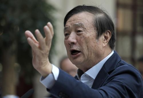▲1월 15일(현지시간) 런정페이 화웨이 창업자 겸 CEO가 중국 광둥성 선전 화웨이 캠퍼스에서 해외 언론과 라운드 테이블을 열고 질문에 답하고 있다. 선전/AP뉴시스