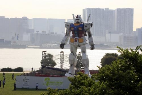 ▲일본 도쿄의 한 공원에 2009년 6월 11일(현지시간) 18m 높이의 건담 모형이 세워져 있다. 도쿄/신화뉴시스