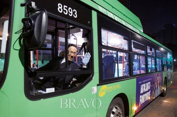▲6514번 버스를 모는 황재현 기사(사진 오병돈 프리랜서 obdlife@gmail.com)