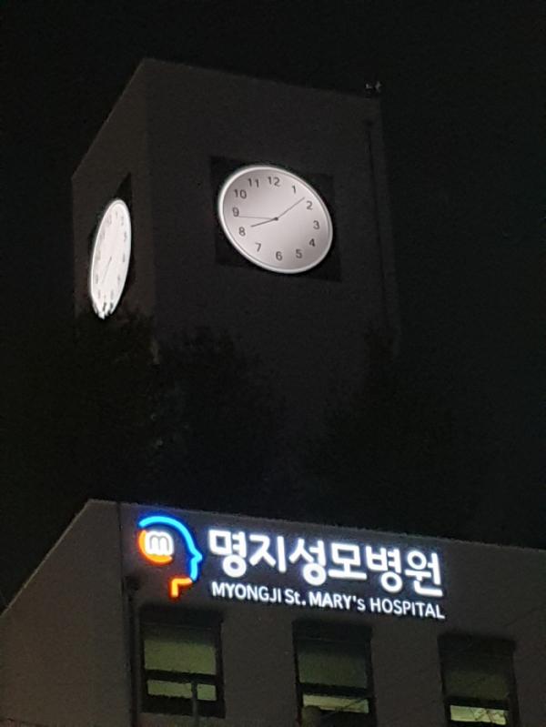 ▲명지성모병원 키오스크코리아 LED 시계탑.(사진제공=키오스크코리아)