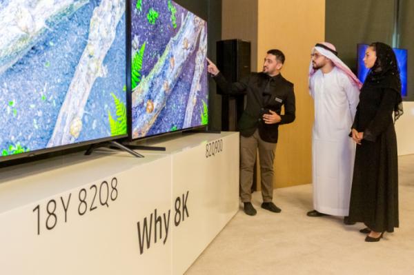 ▲삼성전자는 17일(현지시간) 아랍에미리트 두바이에 위치한 릭소스 호텔에 주요 거래선과 미디어를 초청, 2019년형 QLED TV를 중동 지역에 본격 출시하는 행사를 개최했다.(사진제공 삼성전자)