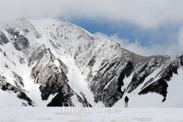 ▲5월에도 눈이 쌓여 있는 다테야마 산(이화자 작가 제공)
