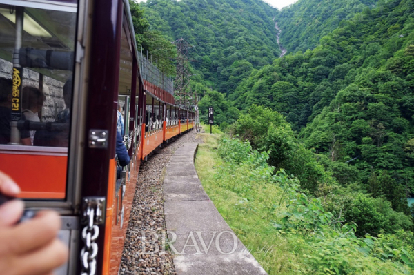 ▲구로베 협곡 열차(이화자 작가 제공)