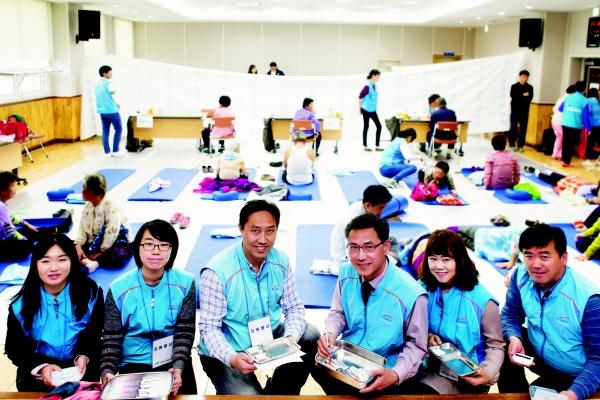 ▲한국수자원공사는 2009년부터 전문의료단체와 함께 '사랑나눔 의료봉사'를 통해 의료환경이 열악한 지역의 주민들에게 다양한 의료 서비스를 하고 있다. 사진은 의료봉사활동 현장.(한국수자원공사)