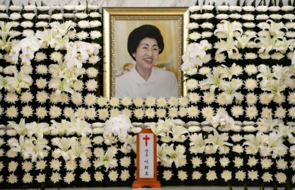▲11일 서울 서대문구 신촌 세브란스병원 장례식장에 마련된 이희호 여사의 빈소 모습. 이 여사는 지난 10일 오후 노환으로 별세했다. (연합뉴스)