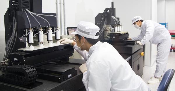 ▲바이오 3D프린팅 전문가들이 실험실 내에서 제품을 만들어내고 있다. (티앤알바이오팹)