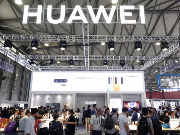 ▲11일 중국 상하이에서 개막한 IT·가전 박람회인 'CES 아시아 2019'의 화웨이 전시장. (사진제공=연합뉴스)
