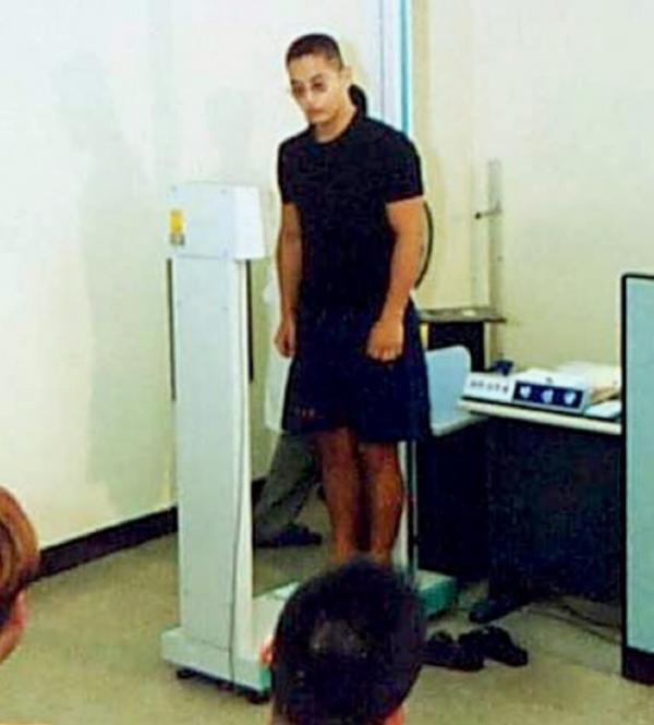 ▲사진은 2001년 8월 7일 유승준이 대구지방병무청에서 징병 신체검사를 받는 모습.(연합뉴스)
