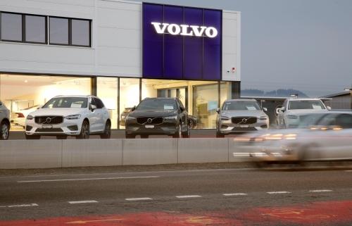 ▲스웨덴 자동차 제조업체인 볼보의 차량이 전시돼 있다. 로이터연합뉴스