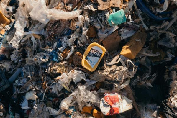 ▲지난해 12월 10일 그린피스가 공개한 한국 업체가 필리핀에 불법 수출한 플라스틱 쓰레기 사진.(뉴시스)