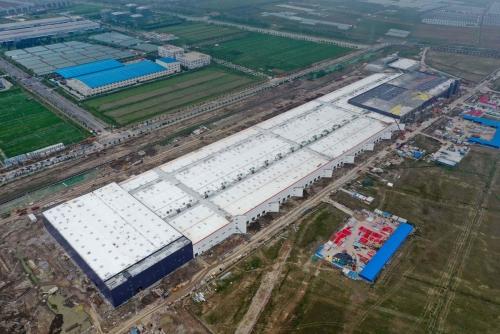 ▲중국 상하이에 미국 전기차업체 테슬라가 짓고 있는 공장 모습. 상하이/AFP연합뉴스