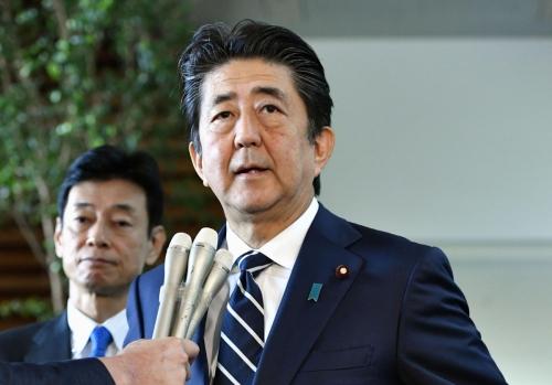 ▲아베 신조 일본 총리가 23일(현지시간) 총리 관저에서 기자회견을 하고 있다. 도쿄/로이터연합뉴스