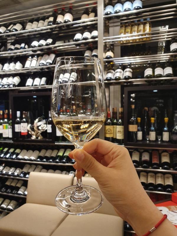 ▲사전에 신청한 와인 시음회에서 다양한 종류의 와인을 맛봤다.(홍콩=김소희 기자 ksh@)