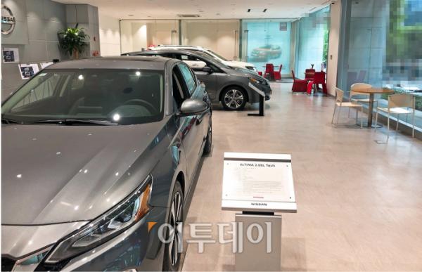 ▲일본 차 판매장에는 신차 계약을 위해 상담을 받는 사람이 없었다. 영업사원들도 자리에 없는 경우가 많았다. (홍인석 기자 mystic@)