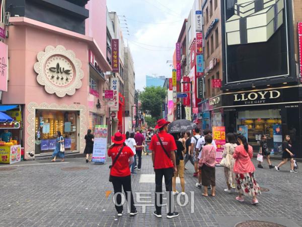 ▲이날 만난 일본인 관광객들은 여전히 한국에 여행오고 싶어하는 일본인들이 많다고 전했다. (홍인석 기자 mystic@)