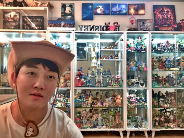 ▲'디즈니 테너' 김동현 씨가 꾸며놓은 작은 디즈니랜드. 다른 만화도 있지만 디즈니가 주된 덕질 대상이다. (사진제공=김동현 씨)
