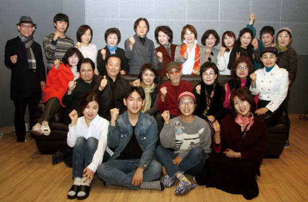 ▲'작은할머니' 공연에 참가한 (사)한국생활연극협회 회원.(사진 제공 (사)한국생활연극협회)