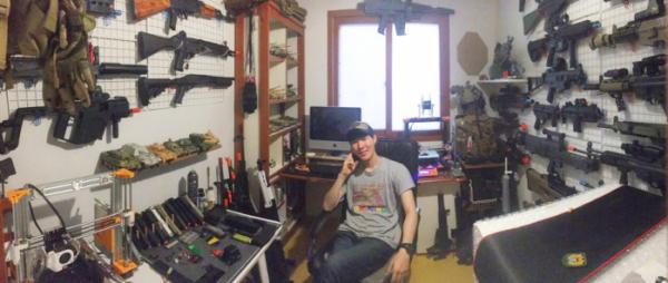 ▲이병휘 씨는 우연히 유튜브에 올린 장난감 총의 리뷰 영상이 계기가 돼 지금까지 에어소프트건, 전동건, 가스건 등 다양한 장난감 총구류를 수집하고 소개하고 있다. (출처=이병휘 씨)