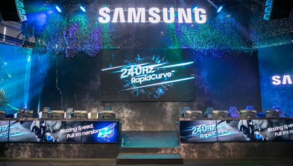 ▲삼성전자는 20일 개막한 '게임스컴 2019' 서 최신 게이밍 모니터 3종을 공개했다. 삼성 토너먼트 게임 존에서 게이머들이 240Hz 고주사율의  'CRG5' 27형을 체험하고 있다.(사진=삼성전자)