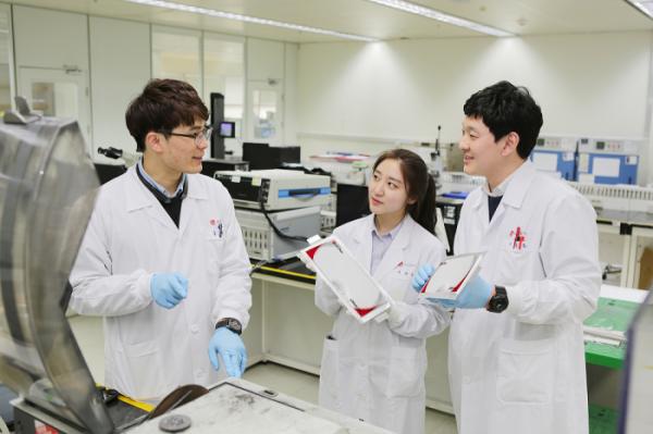 ▲LG화학 전지 R&D 연구원 (자료제공=LG화학)