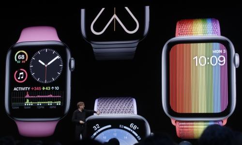 ▲케빈 린치 애플 부사장이 6월 3일(현지시간) 미국 캘리포니아주 새너제이에서 열린 애플 연례 개발자회의에서 애플워치를 소개하고 있다. 애플워치 등 애플 주요 제품이 1일 발동한 미국의 새로운 대중국 관세 대상에 포함됐다. 새너제이/AP뉴시스