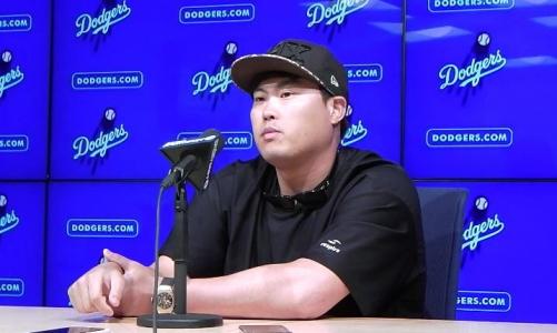 ▲로스앤젤레스(LA) 다저스 소속의 류현진 투수가 5일(현지시간) 다저스타디움에서 콜로라도 로키스와의 홈 경기가 끝난 뒤 인터뷰를 하고 있다. LA/연합뉴스