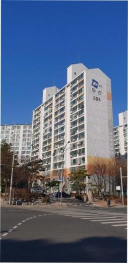 ▲서울 중랑구 신내동 두산아파트 804동.(사진 제공=지지옥션)