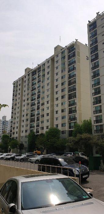 ▲도봉구 방학동 신동아아파트30동 전경.(사진 제공=지지옥션)