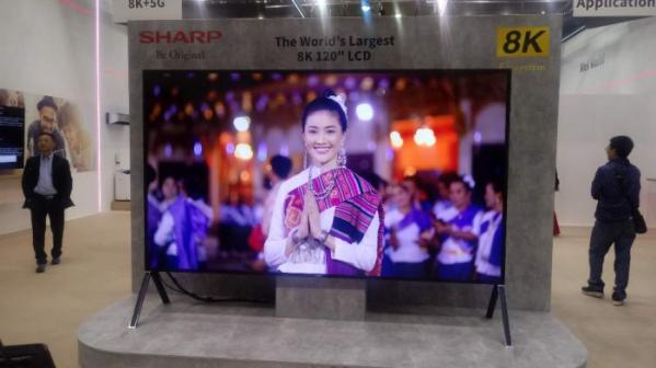 ▲샤프가 독일 베를린에서 열린 IFA 2019에서 120형 8K LCD TV를 선보였다.  (한영대 기자 yeongdai@)