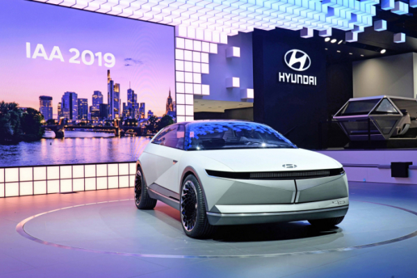▲현대자동차의 <2019 프랑크푸르트 모터쇼> 전시 공간과 EV 콘셉트카 45의 모습. (사진제공=현대차)