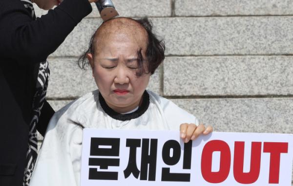 ▲삭발하는 박인숙 의원(연합뉴스)