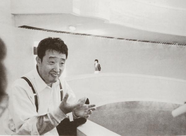 ▲'다다익선' 설치를 구상하는 백남준(1987).(사진제공=국립현대미술관)