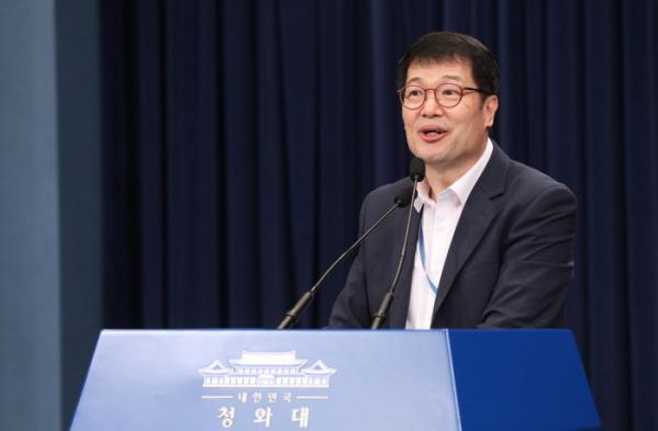 ▲황덕순 일자리수석이 청와대에서 최근 고용동향과 관련한 브리핑을 하고 있다. (연합뉴스)