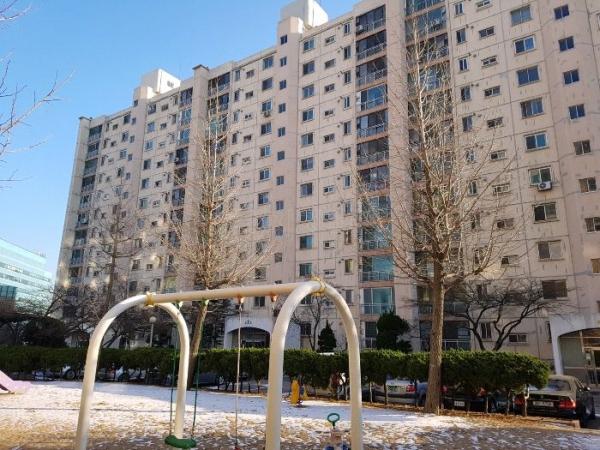 ▲서울 광진구 자양동 695 한양아파트 2동 전경.(사진 제공=지지옥션)