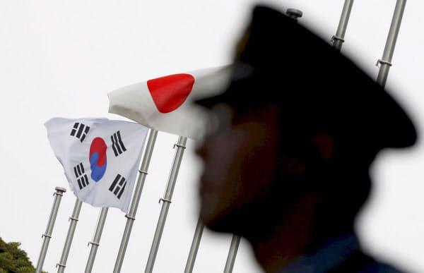 ▲세계무역기구(WTO)에 내걸린 태극기와 일장기.  (로이터/연합뉴스)