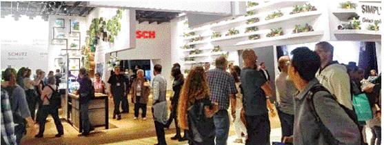 ▲9월 독일 베를린에서 열린 가전박람회 'IFA 2019'에서 독일 가전업체 보쉬의 신제품을 보려는 관람객들로 북적이고 있다. (사진=한영대 기자)