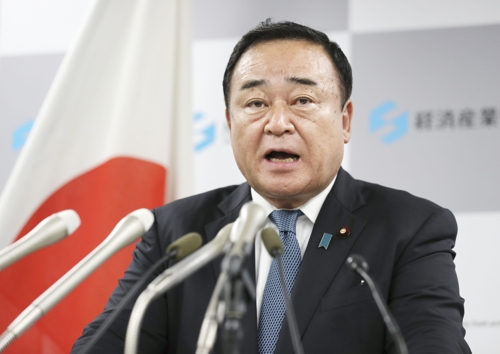▲가지야마 히로시(梶山弘志·64) 신임 일본 경제산업상이 25일 오후 취임 기자회견을 하고 있다. (연합뉴스)