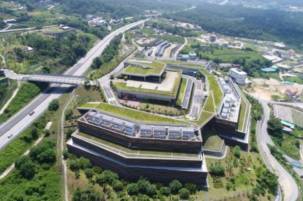 ▲춘천에 있는 네이버 데이터센터 전경.