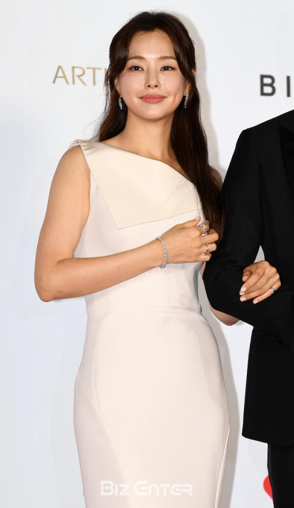 ▲제24회 부산국제영화제 개막식에 참가한 배우 이하늬(비즈엔터DB)