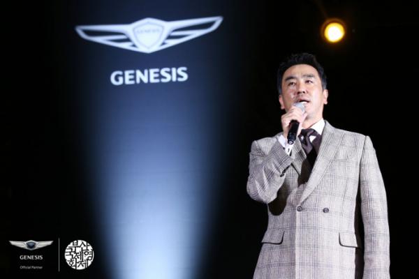 ▲제네시스가 4일 부산국제영화제에서 한국 영화인을 위한 공식 행사 'BIFF NIGHT'을 열었다. 영화 극한직업의 배우 류승룡이 BIFF NIGHT에서 축사를 하고 있다. (사진제공=제네시스)