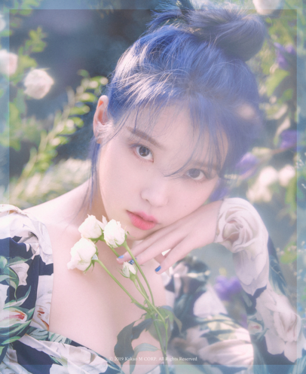 ▲아이유 새 미니앨범 콘셉트 사진(사진제공=카카오M)
