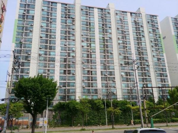 ▲경기 수원시 권선구 오목천동 363 태산아파트 102동.(사진제공=지지옥션)